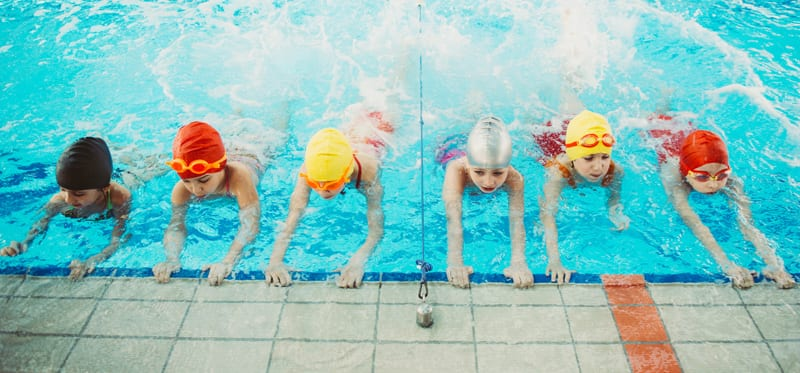 Learning to Swim – Are Group or Private Lessons Better?
